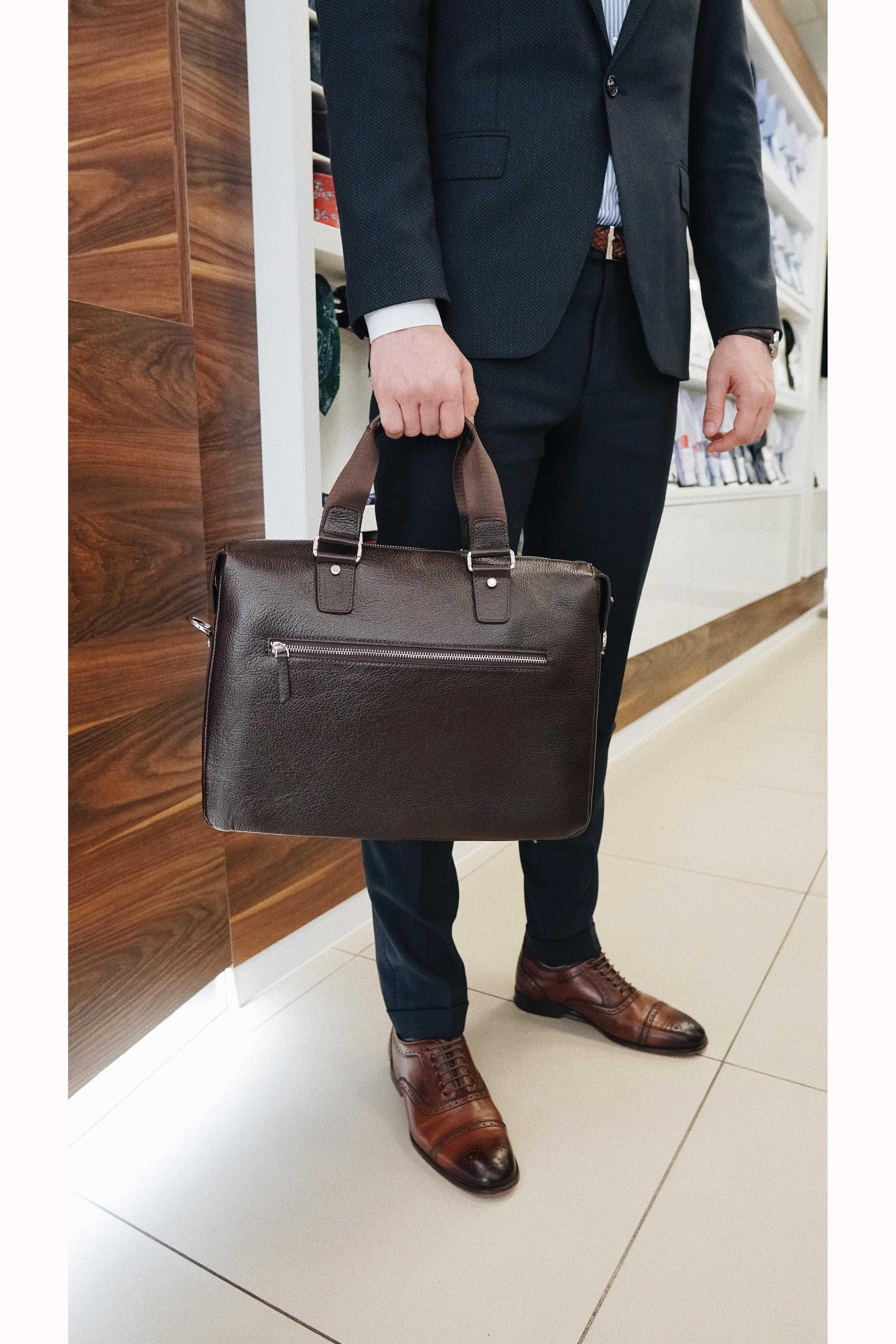 Портфель мужской коричневый, одно отделение, 3 кармана на лицевой стороне