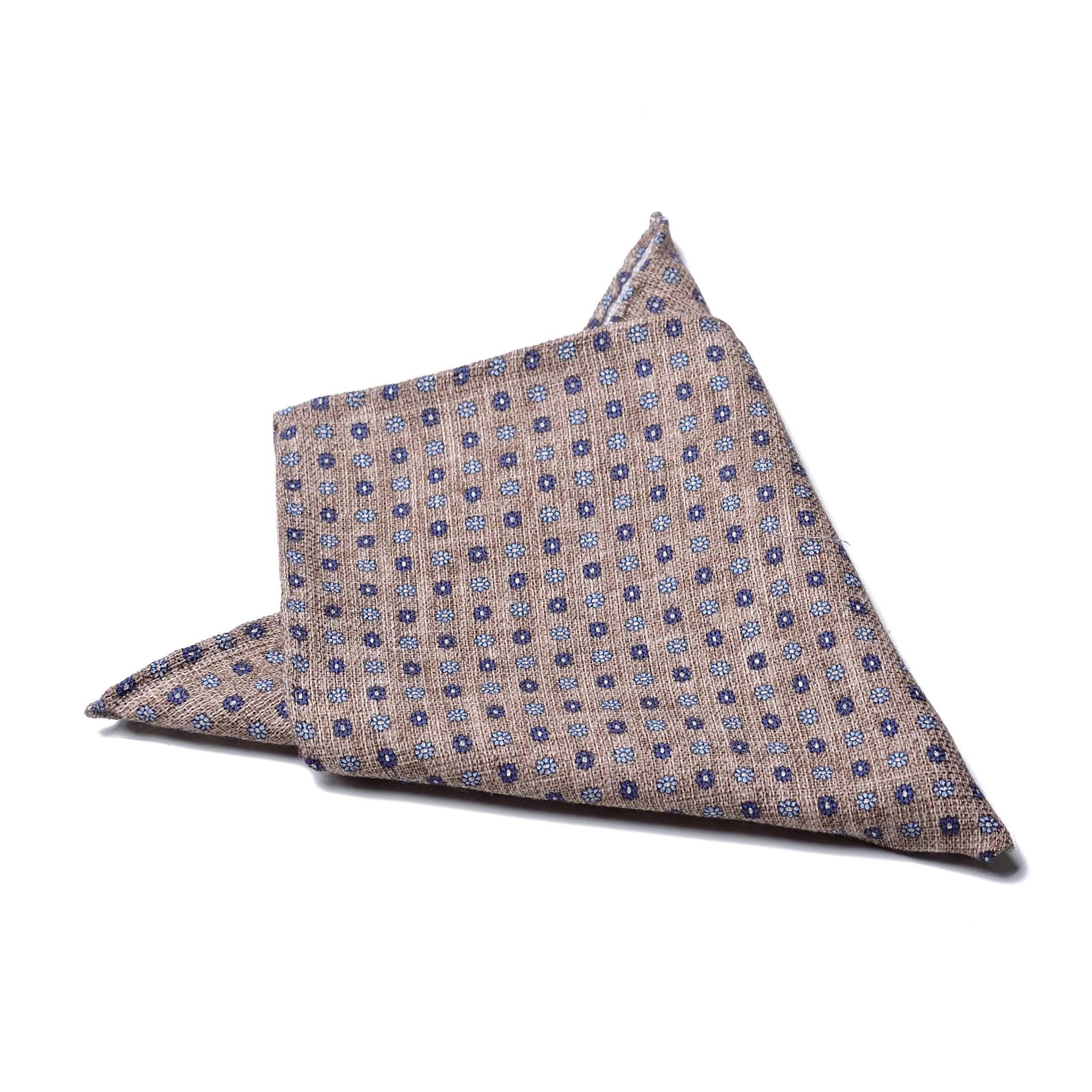 Платок нагрудный в карман бежевый в сине-голубой цветочный узор (хлопок, шелк)