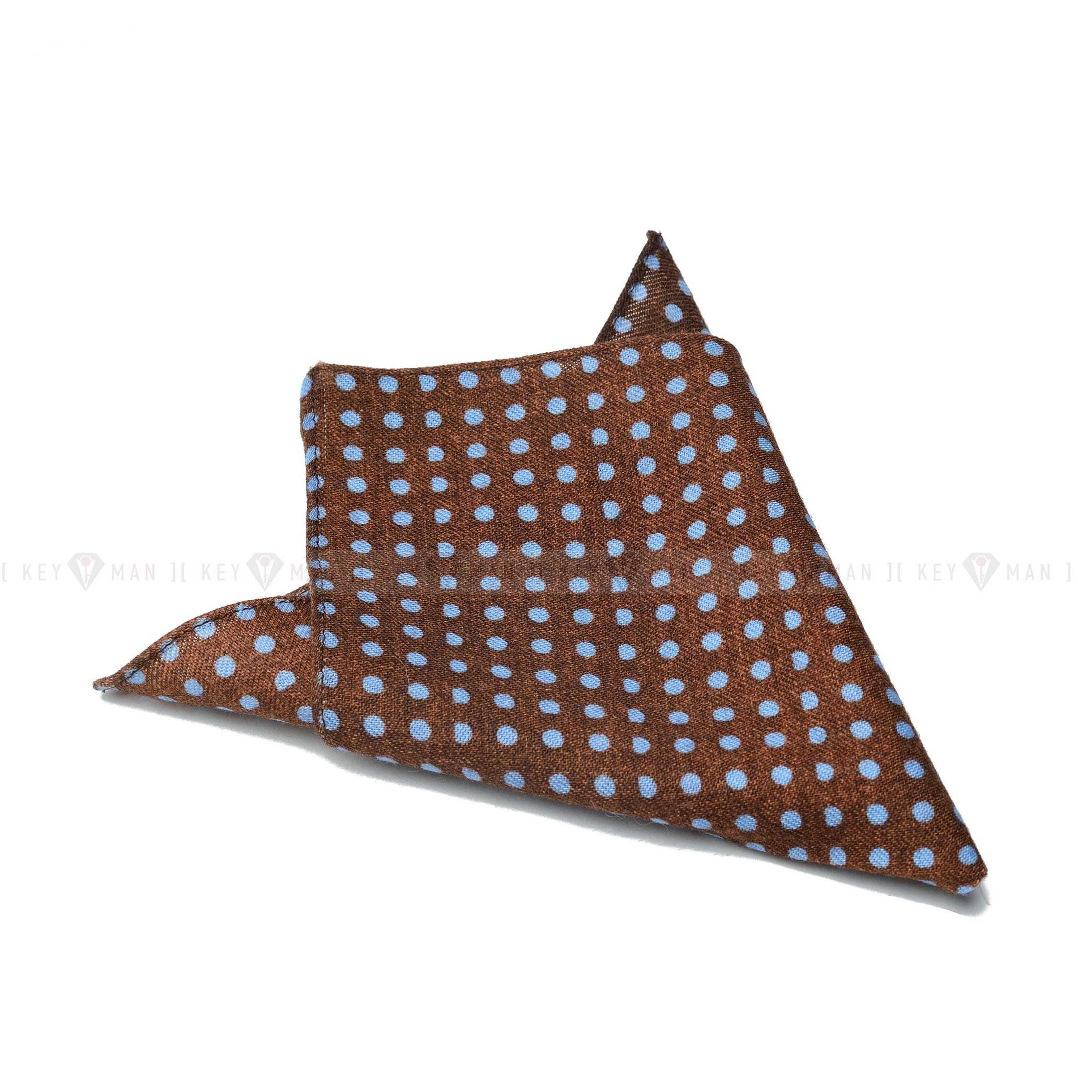 Платок нагрудный в карман пиджака коричневый в голубой горошек (шерсть)