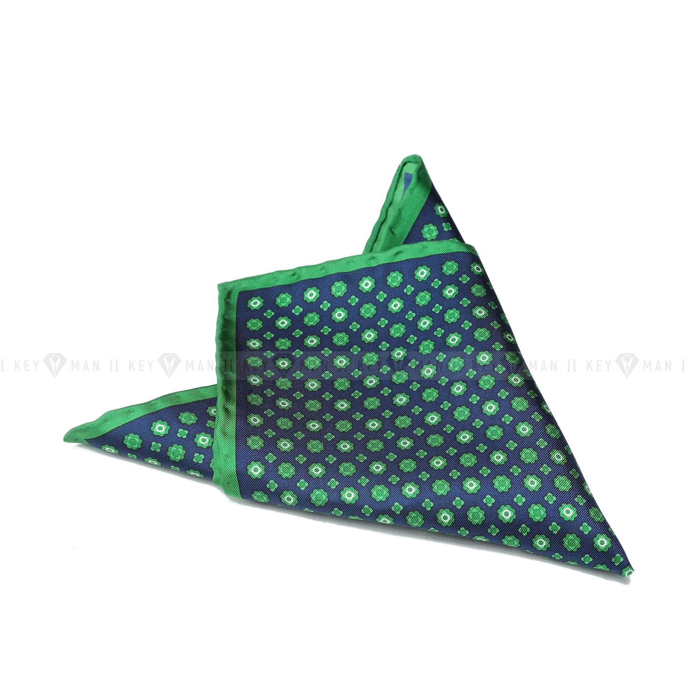 Платок нагрудный в карман пиджака синий в зеленый рисунок (шелк)