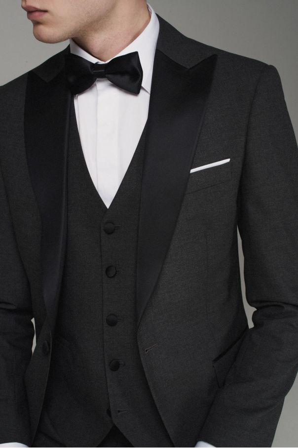 Смокинг мужской серый с черными итальянскими лацканами