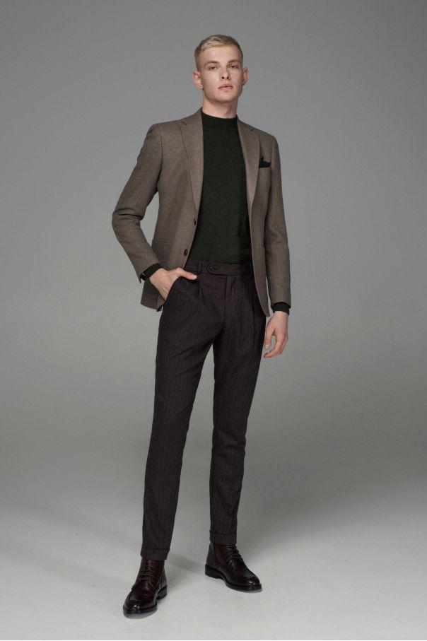 Пиджак мужской темно-бежевый с накладными карманами