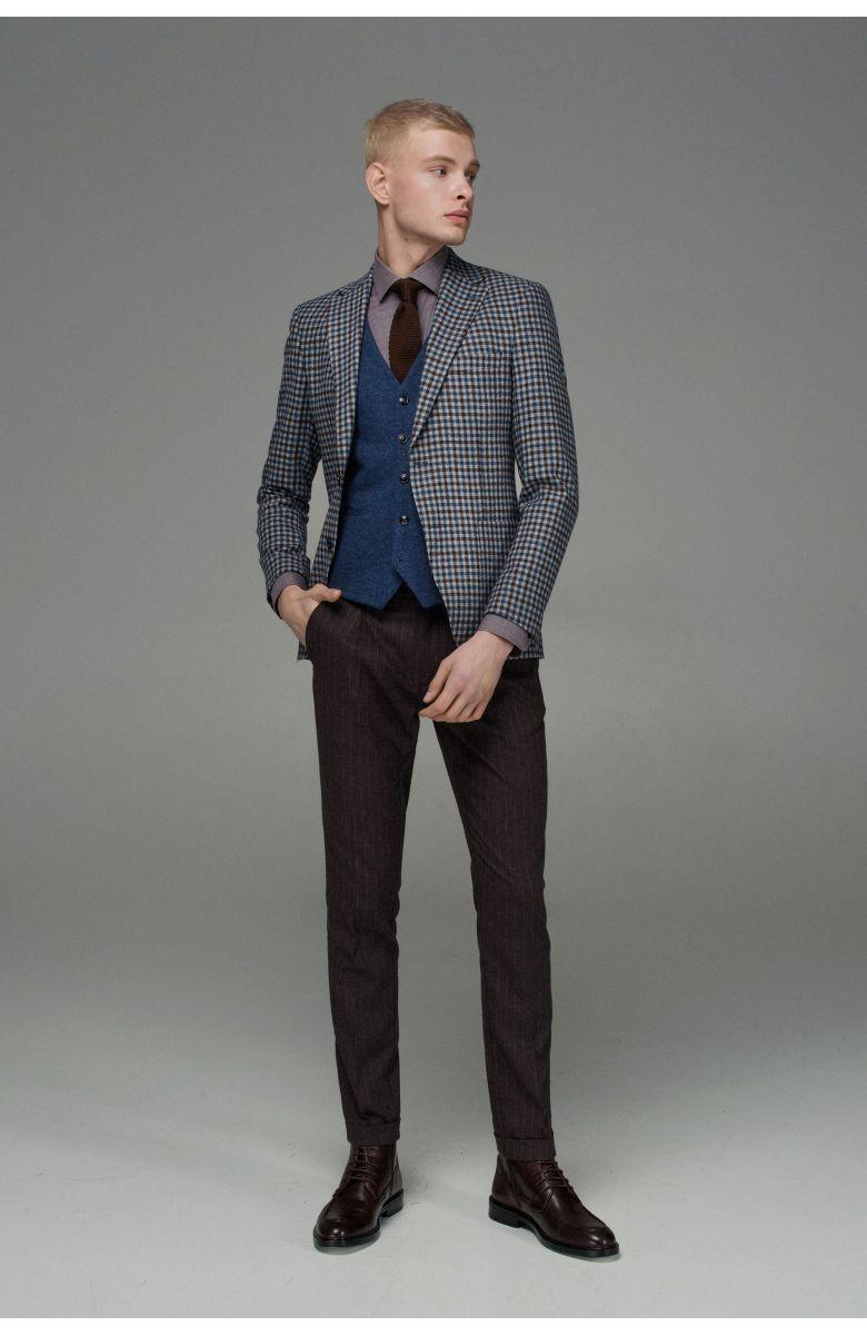 Комплект в офис с голубым пиджаком в сине-коричневую клетку (пиджак, брюки, рубашка, галстук, туфли, ремень, жилет)