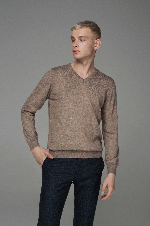Джемпер мужской светло-бежевый, итальянская шерсть, v-образный вырез