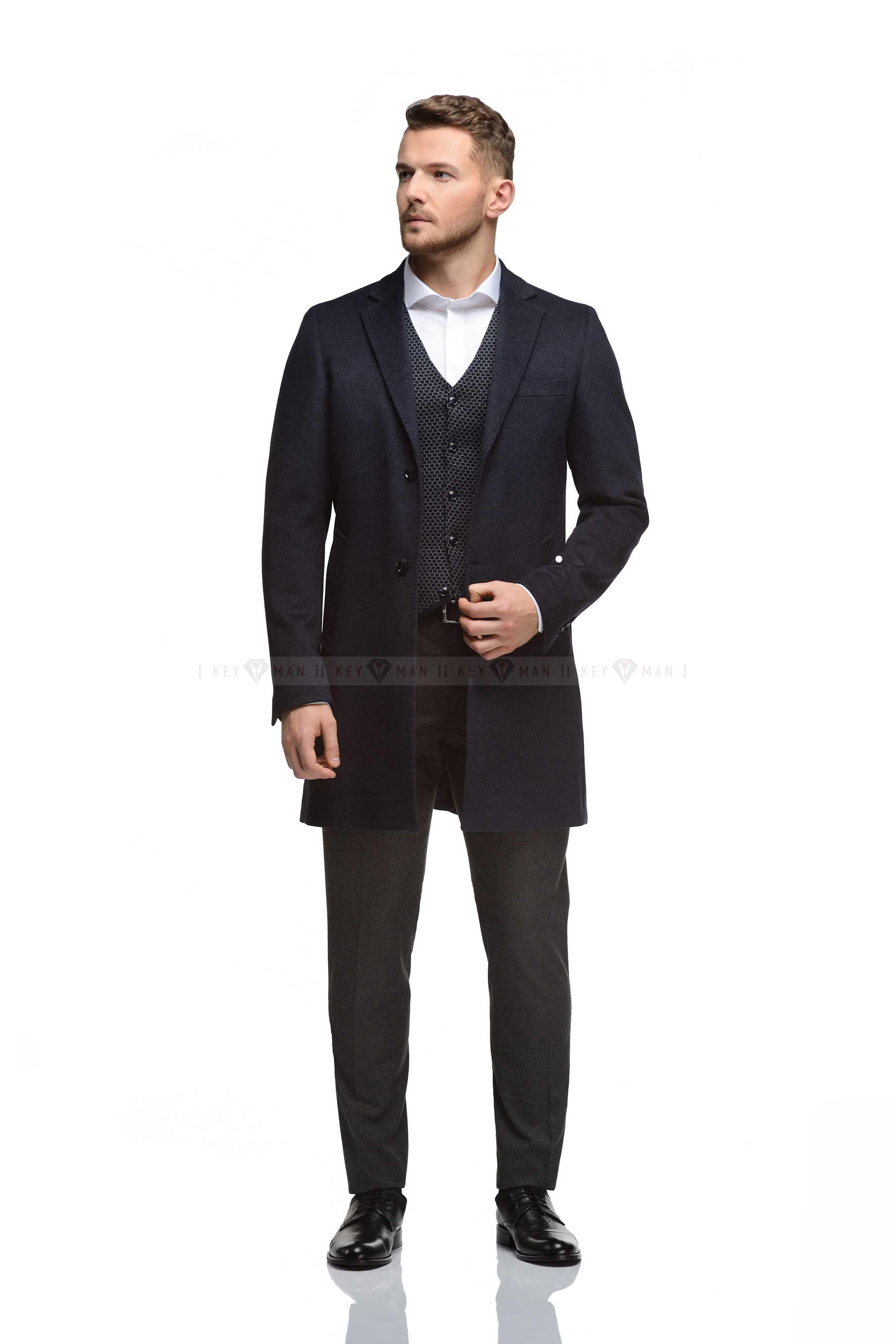 Пальто мужское светло-синее, приталенное, с прямоугольным лацканом