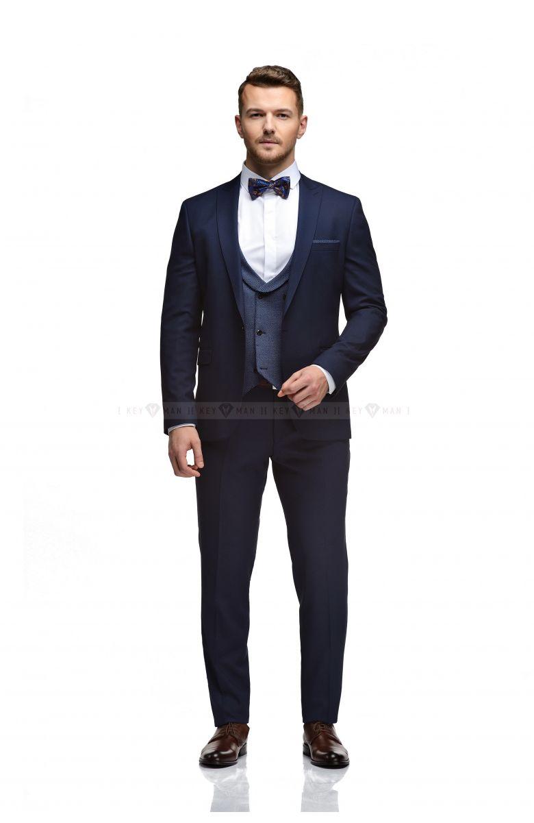 Комплект на свадьбу с синим костюмом и контрастным жилетом (костюм тройка, рубашка, бабочка, ремень, туфли)