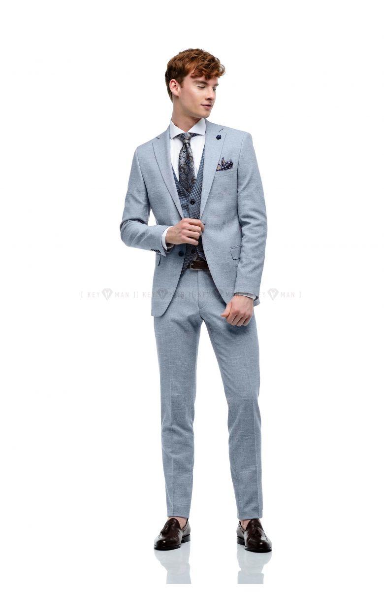 Комплект на свадьбу с хлопковым голубым костюмом и контрастным жилетом в круглую фактуру (костюм тройка, рубашка, туфли, аксессуары)