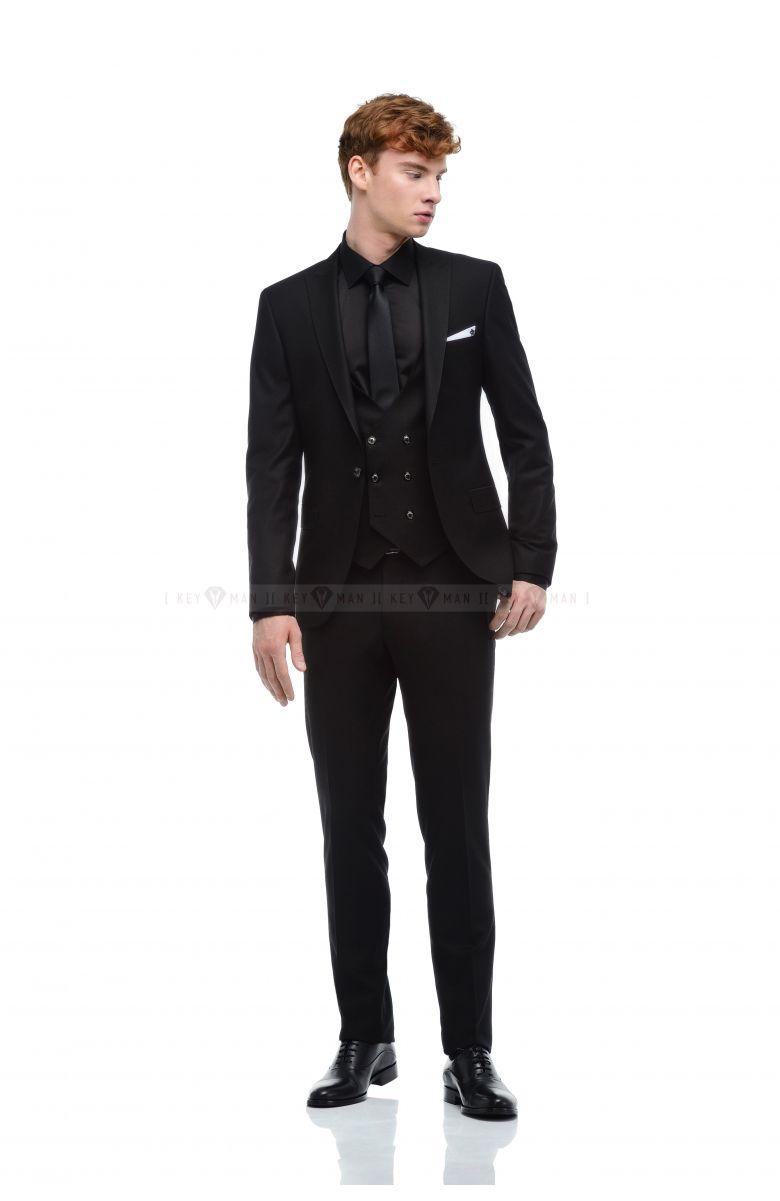 Комплект на свадьбу с фактурным черным костюмом и жилетом (костюм тройка, рубашка, ремень, галстук, туфли)