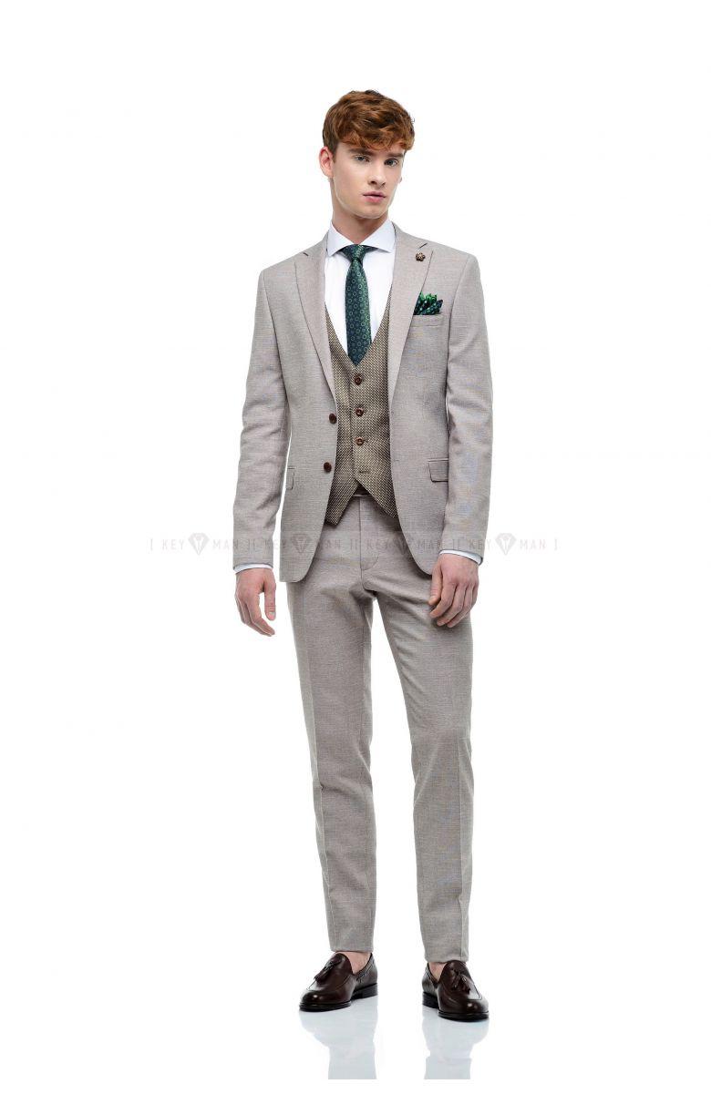 Комплект на свадьбу с хлопковым бежевым костюмом и контрастной жилеткой в круглую фактуру ( костюм тройка, рубашка, туфли, аксессуары)