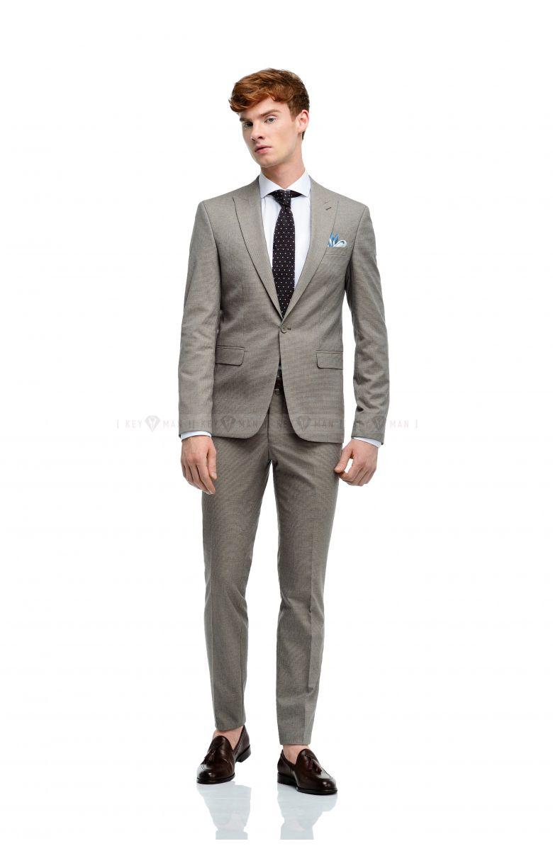 Комплект в офис с костюмом в бежево-голубую гусиную лапку (костюм, рубашка, ремень, туфли, аксессуары)