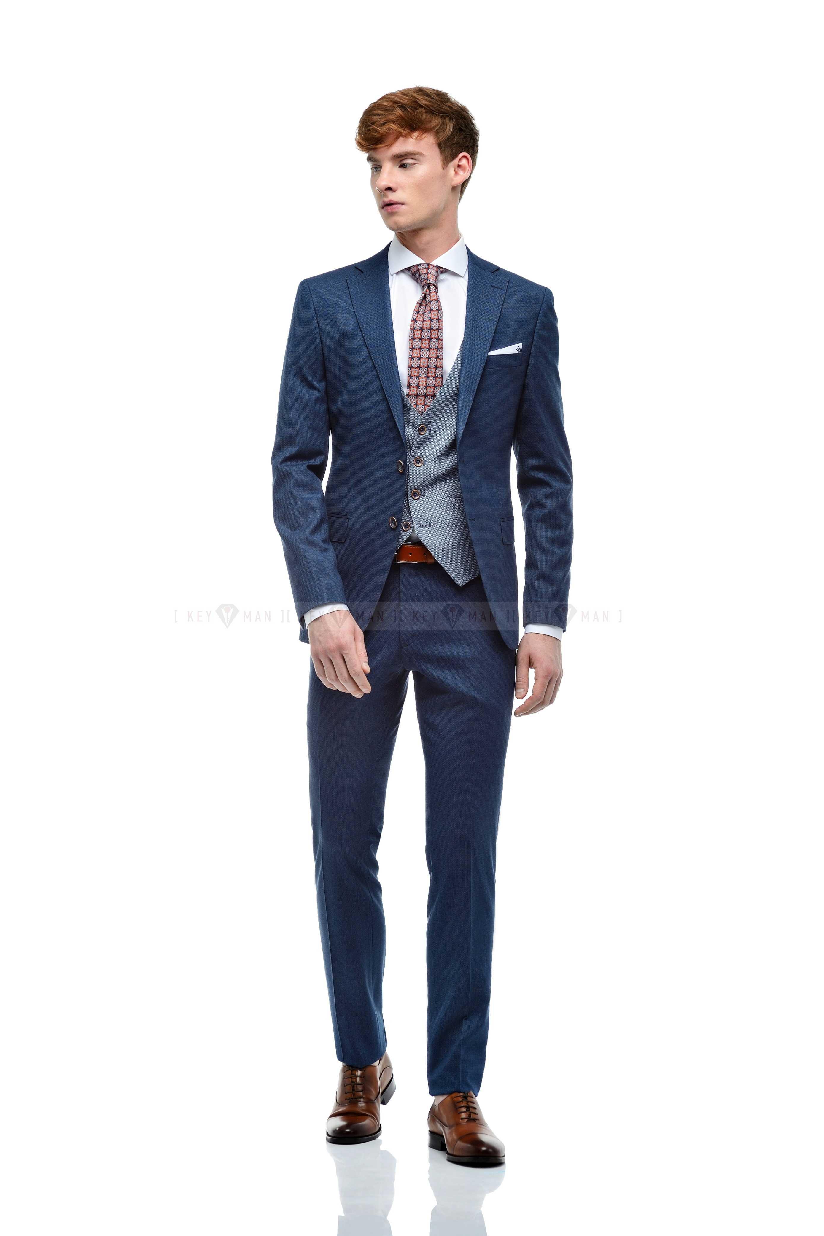 Костюм мужской светло-синий фактурный, с контрастным жилетом