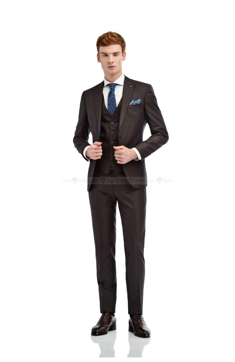 Комплект на свадьбу с коричнево-черным фактурным костюмом и итальянским лацканом (костюм  тройка, рубашка, галстук, туфли, ремень, платок)