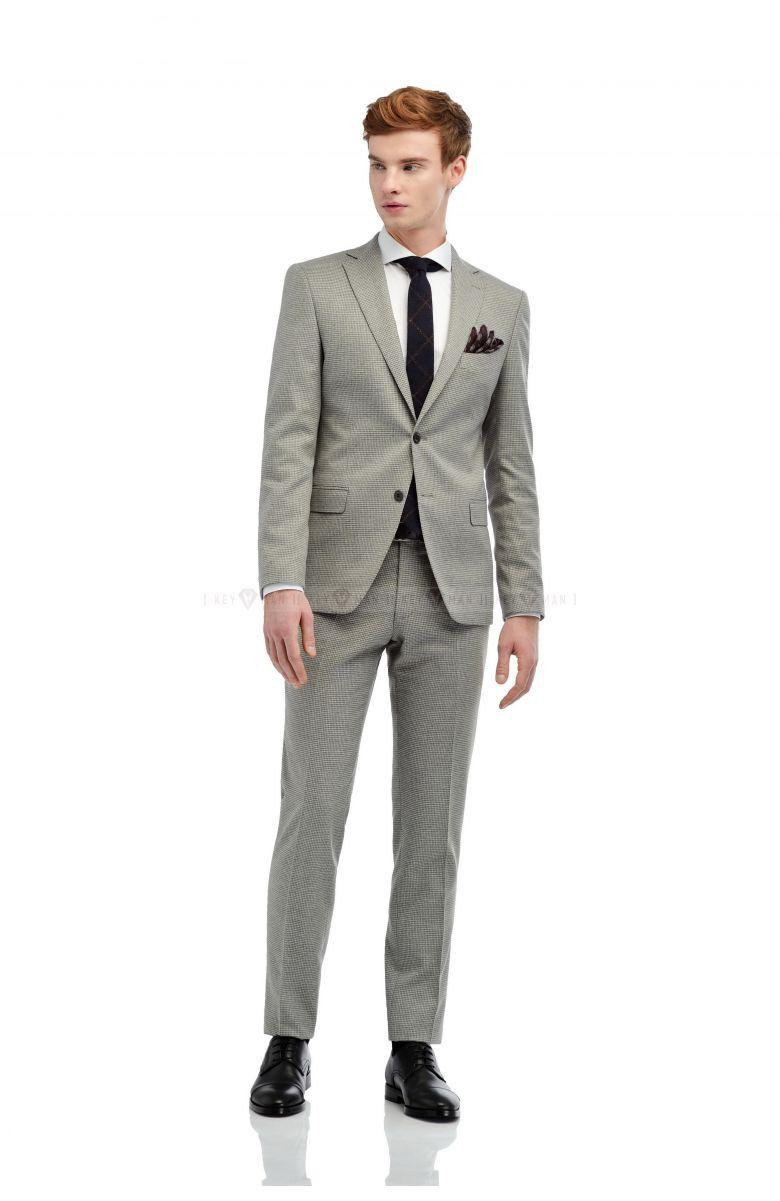 Комплект на свадьбу с светло-серым костюмом в гусиную лапку  и английским лацканом (костюм , рубашка, галстук, туфли, ремень, платок)