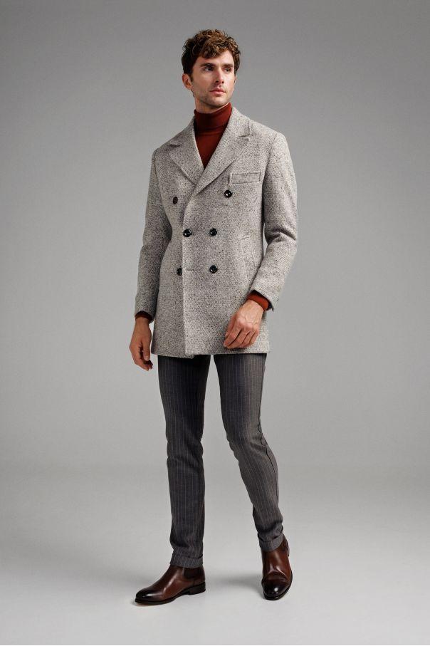 Пальто мужское двубортное светло-серое, буклированное с цветными вкраплениями