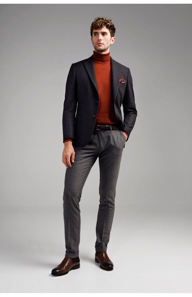 Комплект на корпоратив с графитовым пиджаком и брюками в полоску (пиджак, гольф, брюки, нагрудный платок, туфли)