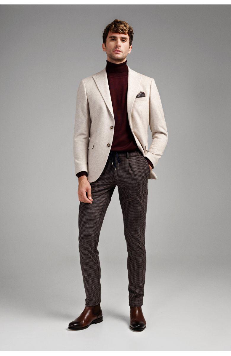 Комплект на корпоратив с молочным пиджаком и брюками в клетку (пиджак, гольф, брюки, нагрудный платок, туфли)