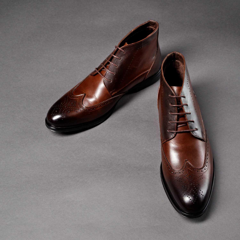 Коричневые кожаные ботинки с перфорацией