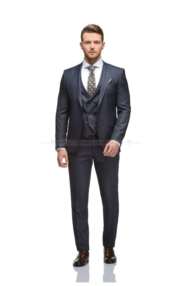 Комплект в офис с синим костюмом с черной зернистой фактурой (КОСТЮМ ТРОЙКА, РУБАШКА, ТУФЛИ, РЕМЕНЬ, ГАЛСТУК)