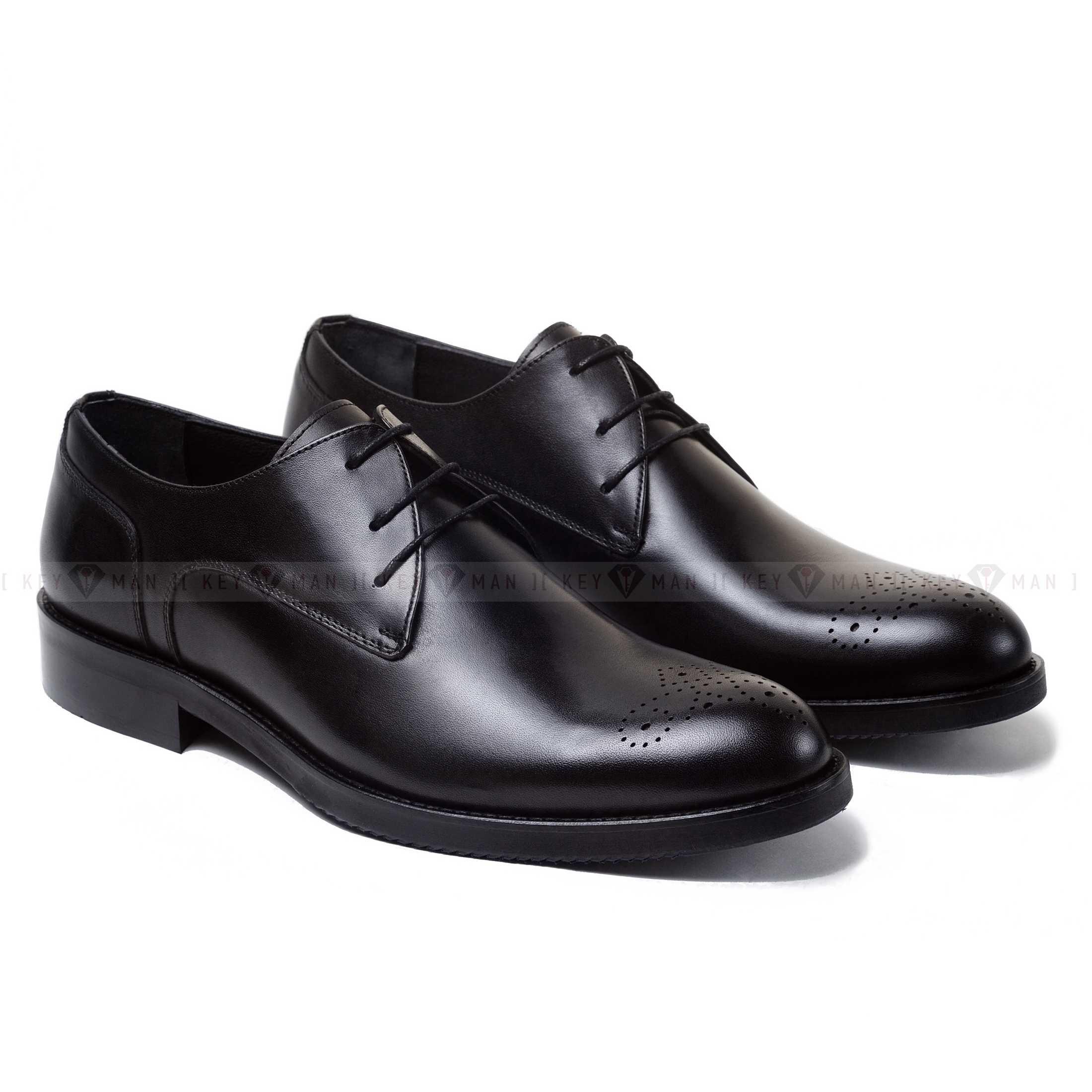 Туфли мужские чукка черные с медальоном на мыске обуви