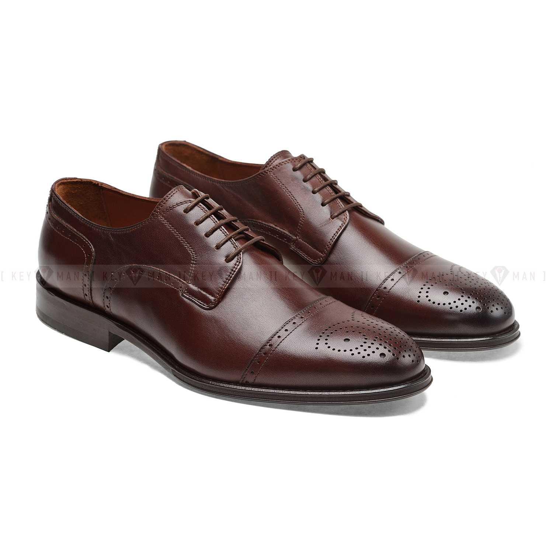 Туфли мужские дерби броги коричневые с медальоном на мыске обуви